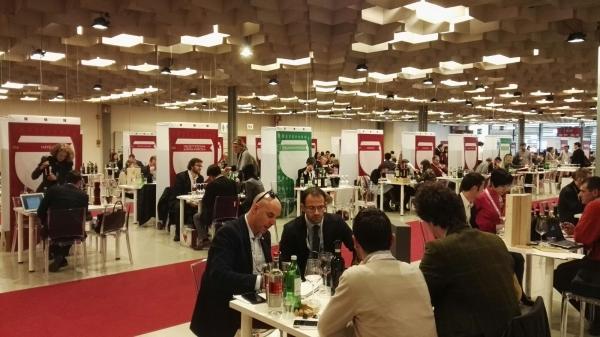 Buy Wine spinge l'export toscano
