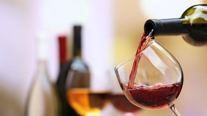 Wine, l'Italia cresce poco e la Francia vola. Sorpasso vicino nel mercato Usa