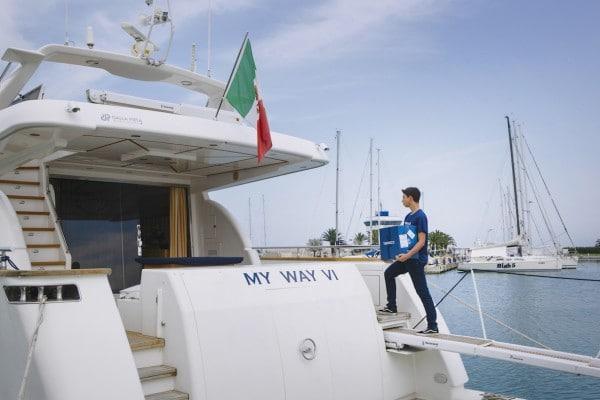 Tannico consegna i vini a bordo yacht