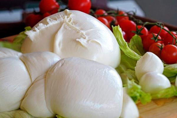 In Francia si mangia più mozzarella che camembert