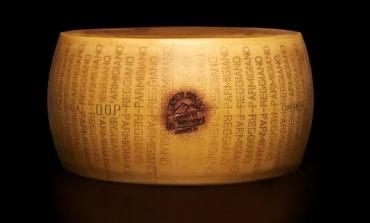 Crolla il prezzo del Parmigiano Reggiano (-40%)