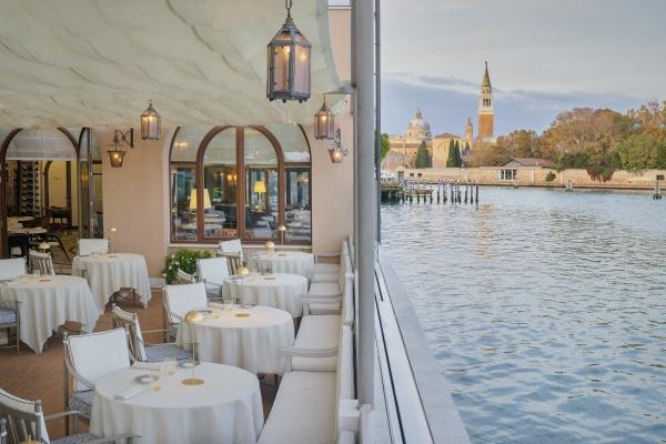 Un solo tavolo al ristorante stellato, la scelta di Oro al Cipriani