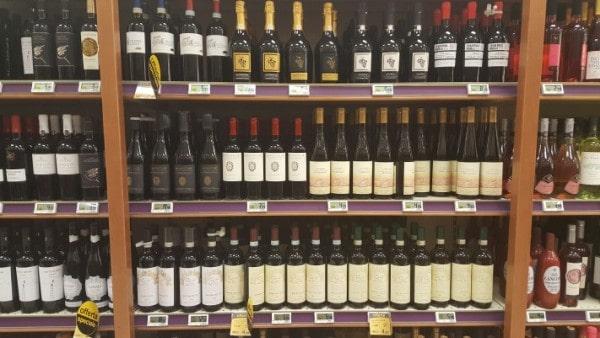 Primo semestre, il vino cresce in gdo e raddoppia online